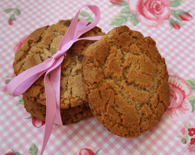 peanut butter chcolate chip cookies gluten free